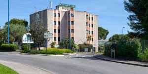 St-Claude N° 2317 – Hôtel Campanile