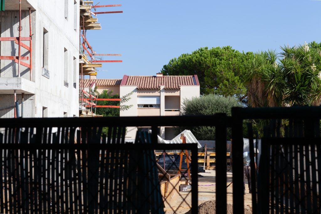 Construction de 16 appartements. Démolition de maisons jumelées.