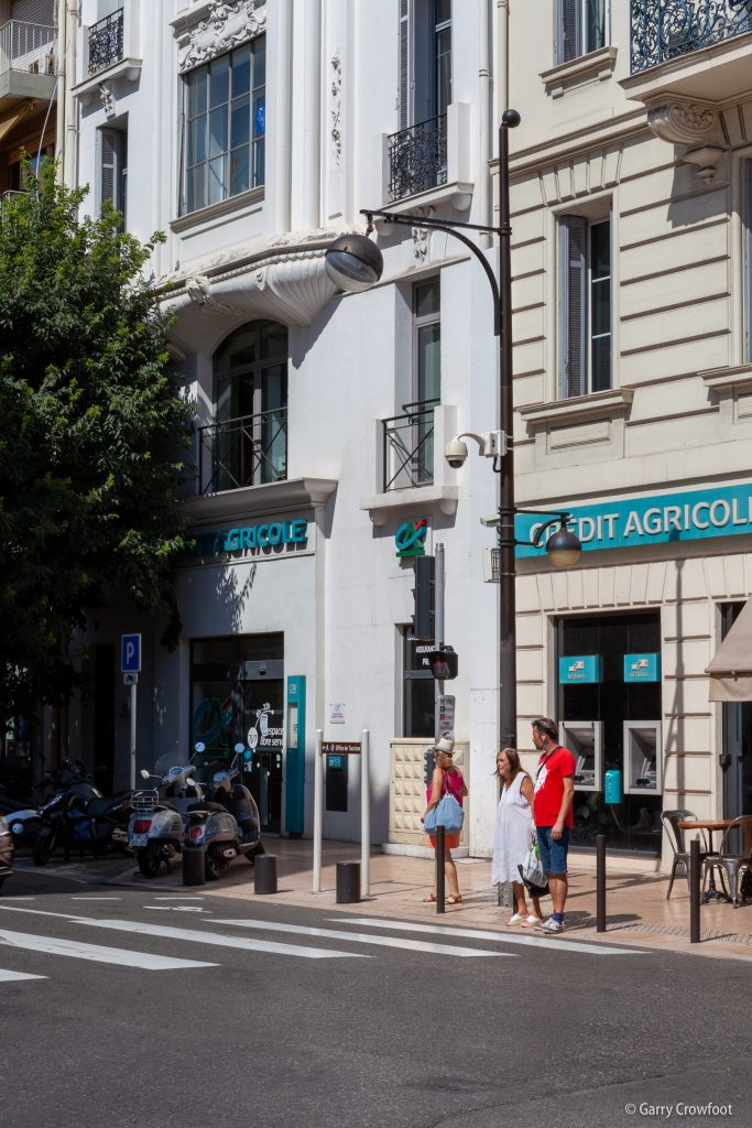Caméra de vidéo surveillance Antibes place de Gaulle & Robert Soleau
