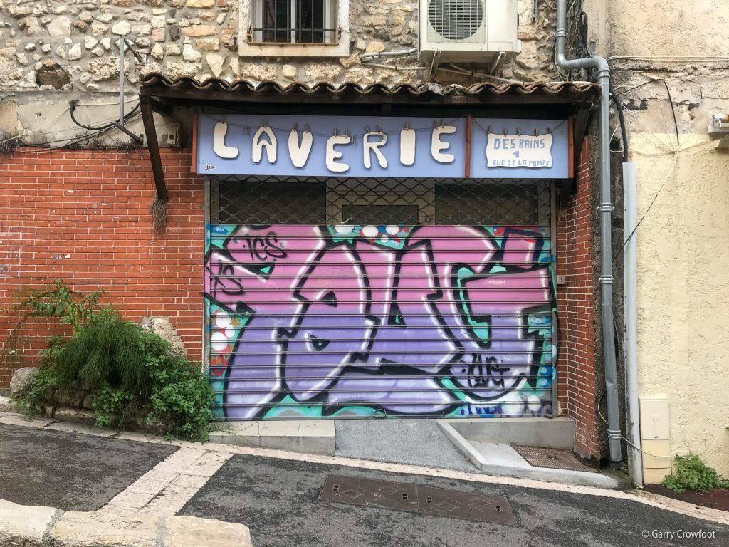 Graffiti rue des Bains Antibes