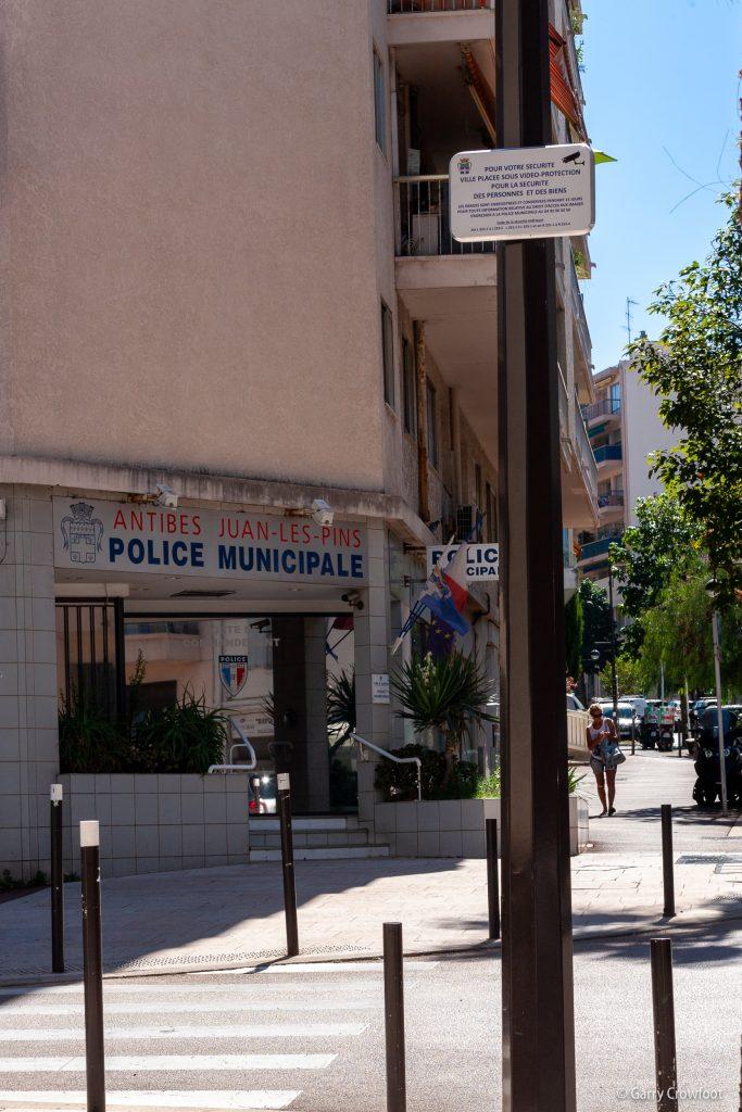 Camera video surveillance Antibes wilson dames blances police municipale