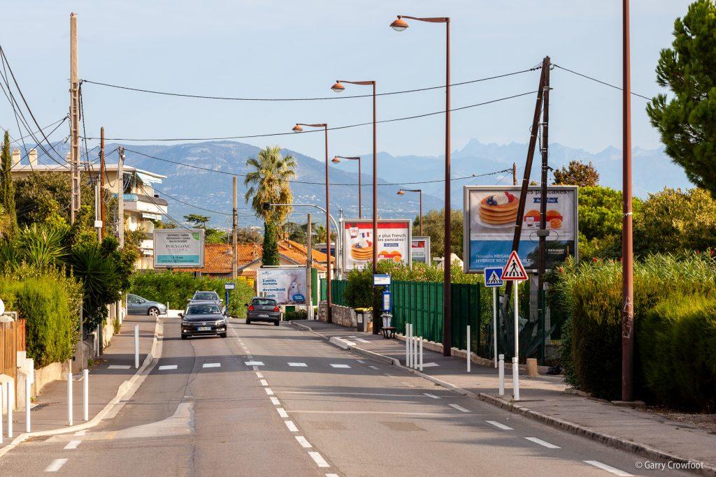5 panneaux pub déroulante RN7 66 avenue de Nice Antibes