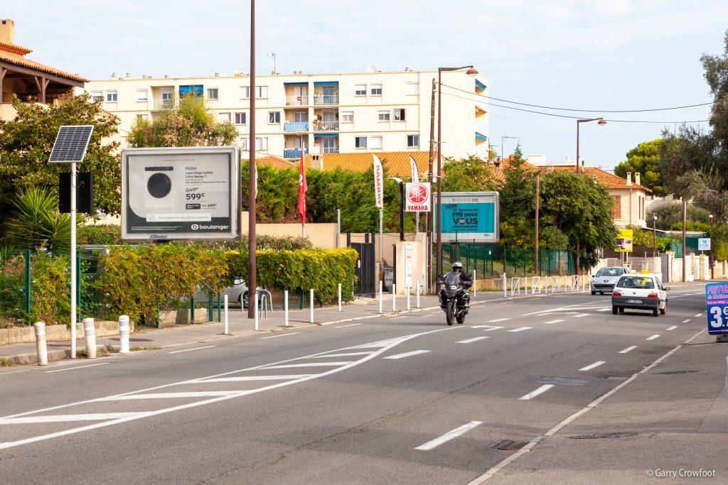 481 route de Nice Antibes panneau publicitaire