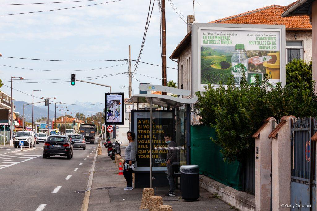 534 route de Nice Antibes panneau publicitaire