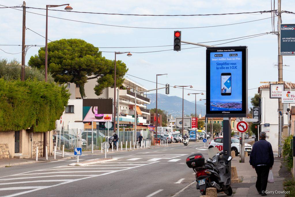 558 route de Nice Antibes panneau publicitaire
