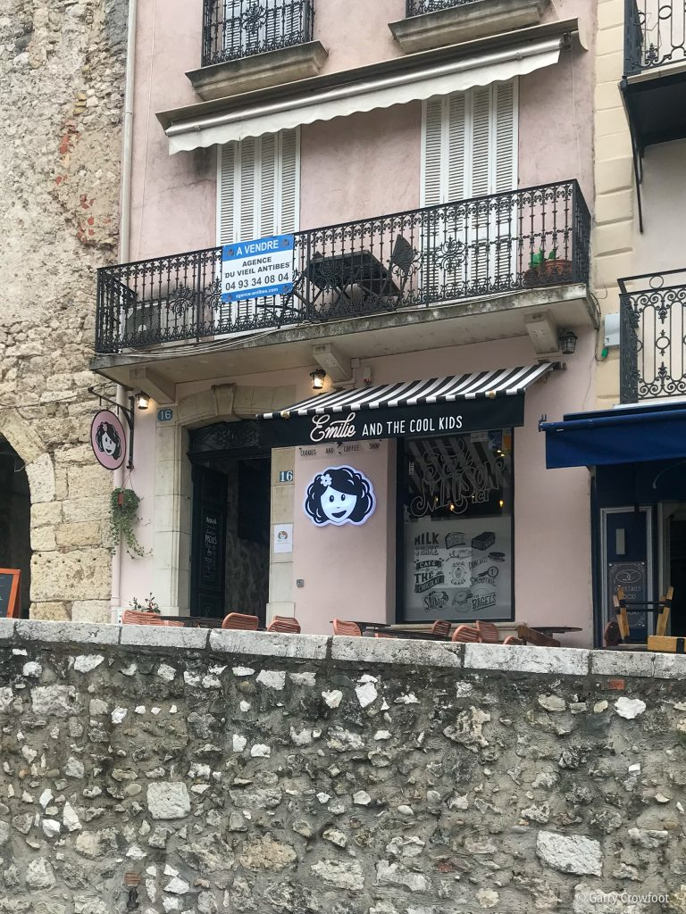 16 rue Aubernon Emily and the Cool Kids Antibes 2021