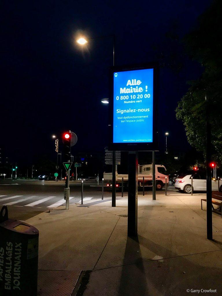 Panneau publicitaire avenue Philippe Rochat Antibes